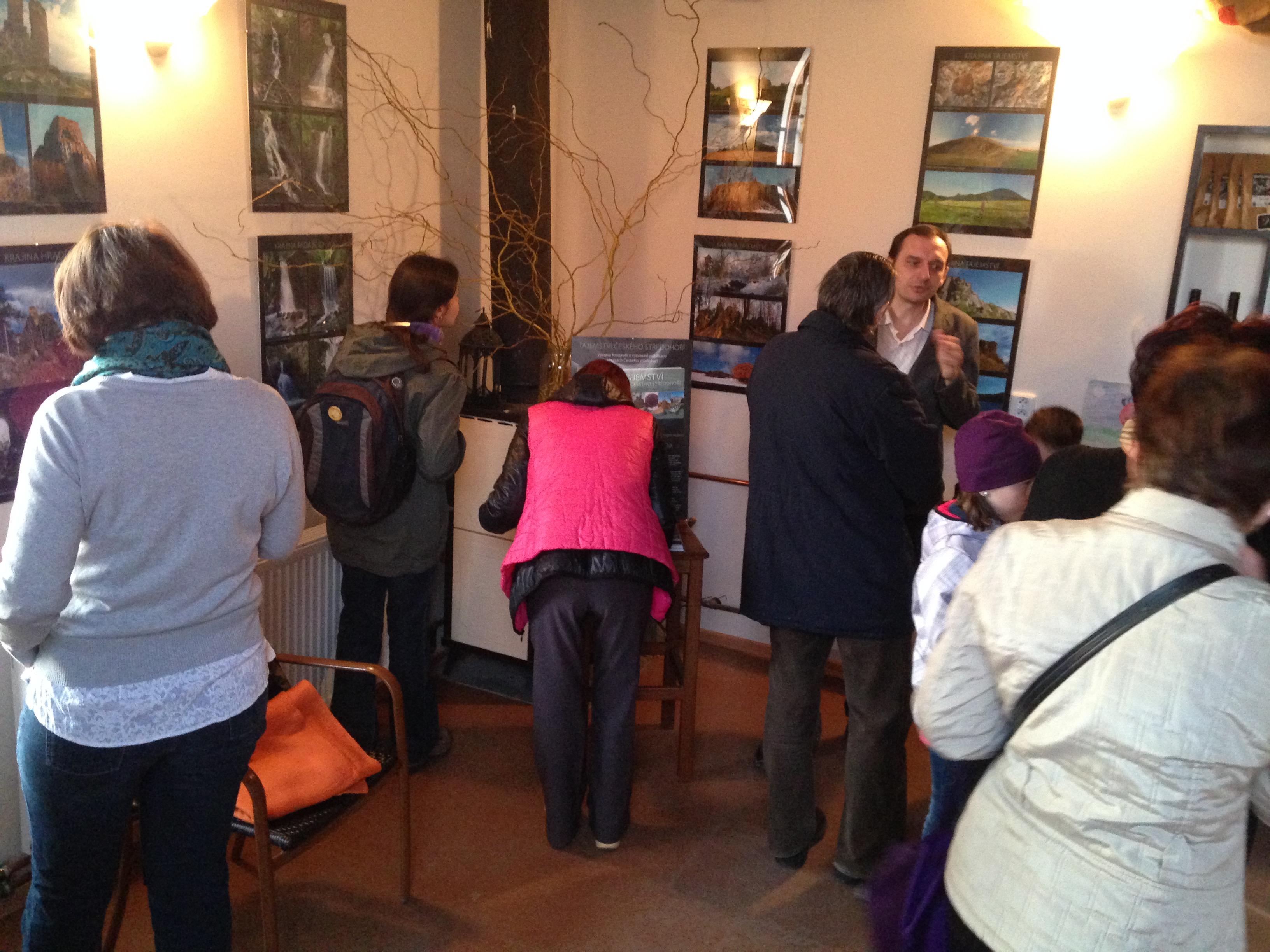 Vernisáž výstavy fotografií v kavárně FÉR kafe